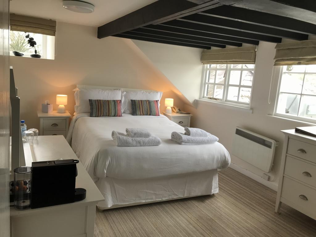 TWIN ROOM AT THE MARINERS HOTEL LYME REGIS
